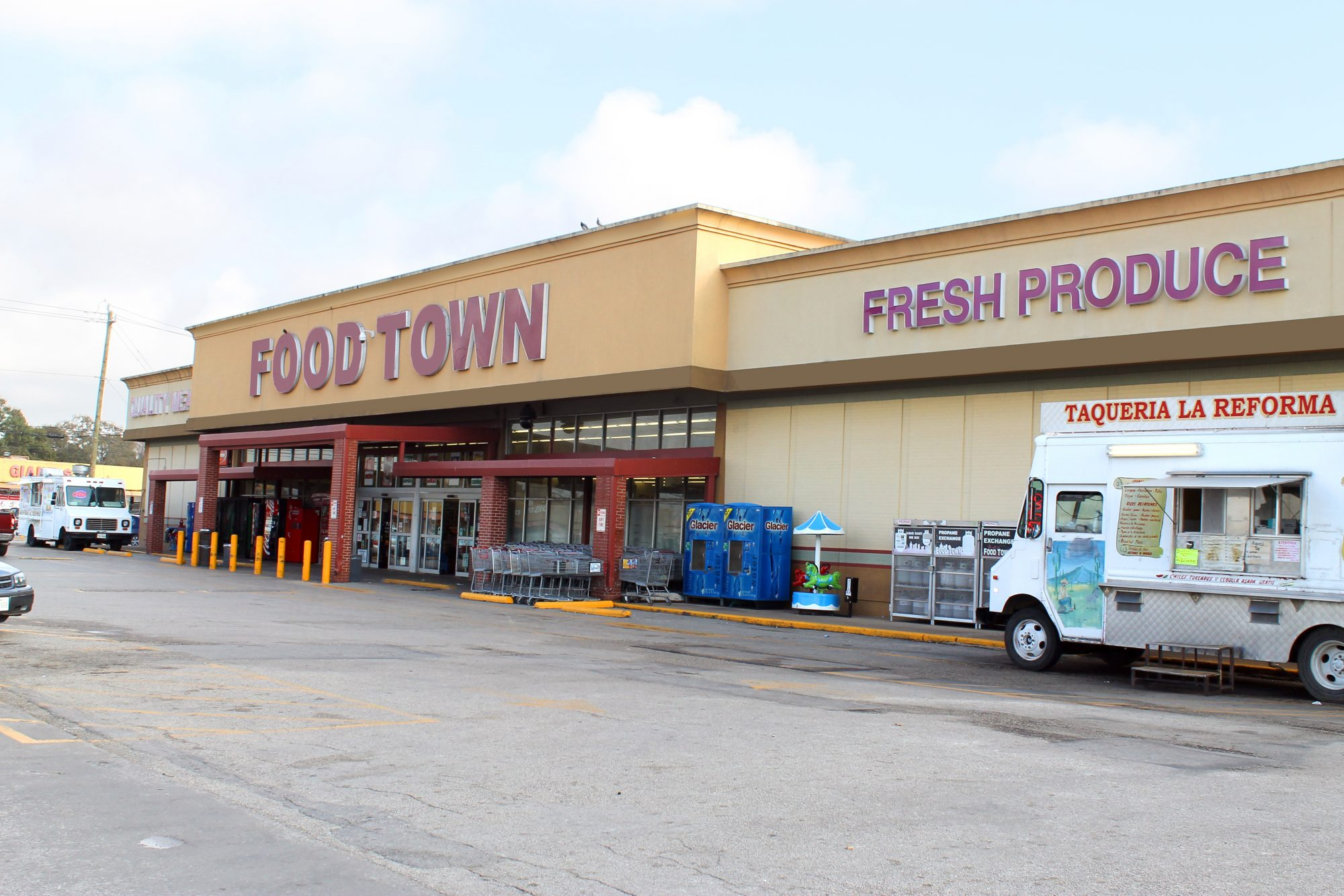 Food Town grocery store on Airline Dr & Little York Rd
